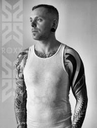 男生黑灰图腾花臂纹身图片作品图案写真