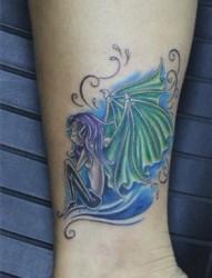 女性纹身图片:腿部彩色精灵翅膀纹身图案