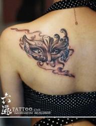 美女肩背唯美漂亮的威尼斯面具纹身图片
