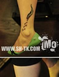美女腿部唯美漂亮的彩色莲花纹身图片