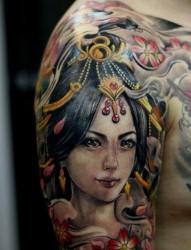 大臂上一张古典美女纹身作品