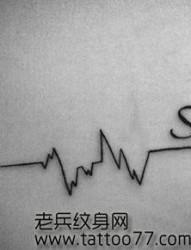 肩部心电图字母纹身图片