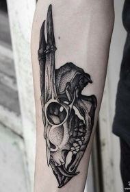 小臂黑灰骷髅鹿头纹身图案