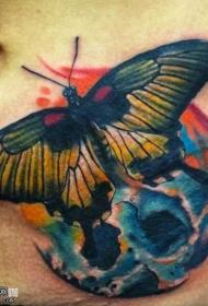 腹部彩色的骷髅和蝴蝶纹身图案