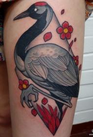 大腿传统仙鹤樱花纹身图案