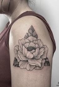 女性大臂绽放的牡丹花纹身tattoo图案