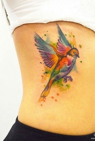 侧腰泼墨鸟彩色欧美纹身图案