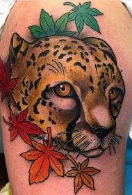 臀部彩绘枫叶和豹子纹身tattoo图案