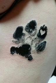 侧肋3D黑色的动物爪印与心形纹身图案