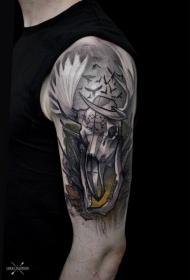 大臂彩色有趣的动物头骨与鸟类纹身图案