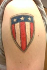 手臂彩色的美国国旗盾牌纹身图案
