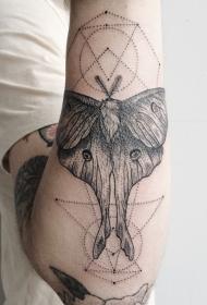 雕刻风格黑色神秘飞蛾和几何手臂纹身图案