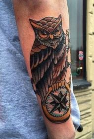 手臂华丽的黑灰经典猫头鹰纹身图案