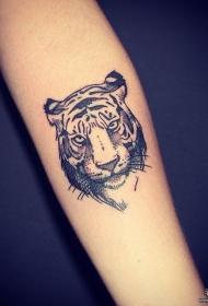小臂黑灰欧美点刺老虎纹身图案