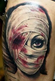 令人毛骨悚然的3D逼真女人和受伤的眼睛纹身图案