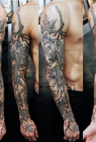 手臂黑灰风格逼真的3D枫叶纹身图案