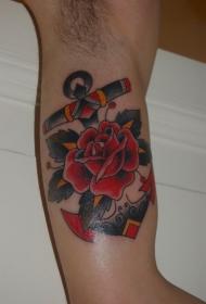 手臂old school红玫瑰和船锚纹身图案