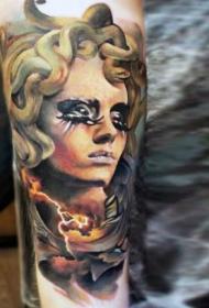 3D写实的五彩美杜莎头像纹身图案