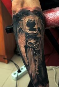 手臂上的黑天使纹身图案