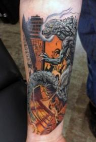手臂漫画风格彩色邪恶哥斯拉与燃烧的城市纹身图案