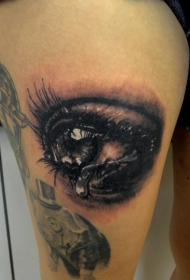 大腿3D风格的哭泣眼睛纹身图案