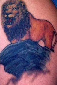 写实的木狮子王彩色纹身图案