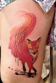 大腿很棒的水彩红色狐狸纹身图案