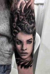 逼真的黑色诱惑美杜莎头肖像手臂纹身图案