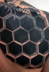 背部3D写实的黑白蜂巢纹身图案