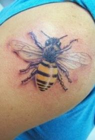 肩部3D逼真的蜜蜂彩色纹身图案