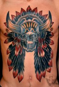 胸部五彩印度酋长骷髅和羽毛纹身图案