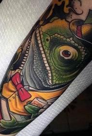 小臂3D彩色的变色龙和书籍纹身图案