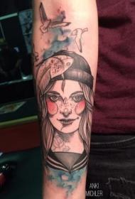 手臂彩色的大鸟和女人纹身图案