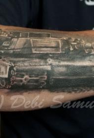 手臂黑灰的现代大坦克纹身图案