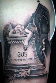 手臂墓碑字母和悲伤天使纹身图案