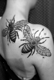 背部3D非常逼真的黑白昆虫纹身图案