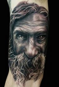 手臂彩色的3D老人肖像纹身图案