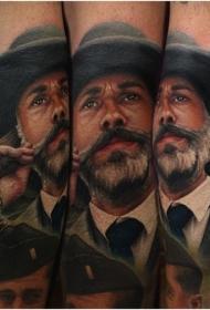 胡子男性肖像写实风格彩绘手臂纹身图案