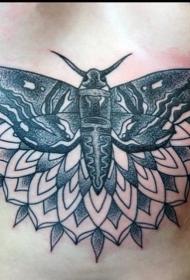 胸部点刺好看的飞蛾纹身图案