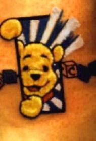 卡通小熊维尼手腕纹身图案