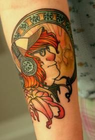 手臂插画风格的人与耳机和花卉纹身图案