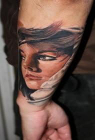插画式彩色美女肖像手臂纹身图案