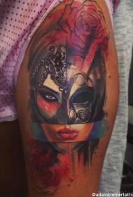 大腿抽象风格彩色女人面具和玫瑰纹身图案