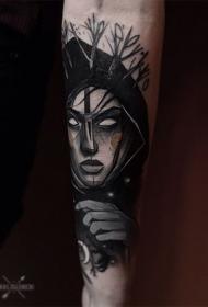 月亮树枝和怪物女人脸黑白手臂纹身图案