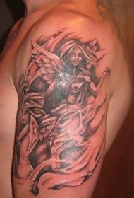 赤裸的天使大臂纹身图案