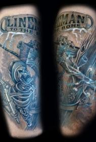 彩色的骷髅和木桩闪电手臂纹身图案