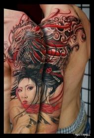 手臂彩色的亚洲艺妓和奇幻龙纹身图案