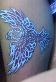 腿部的鹰荧光风格纹身图案