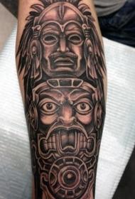 神秘的黑色部落雕像手臂纹身图案