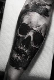简单的黑色骷髅小臂纹身图案